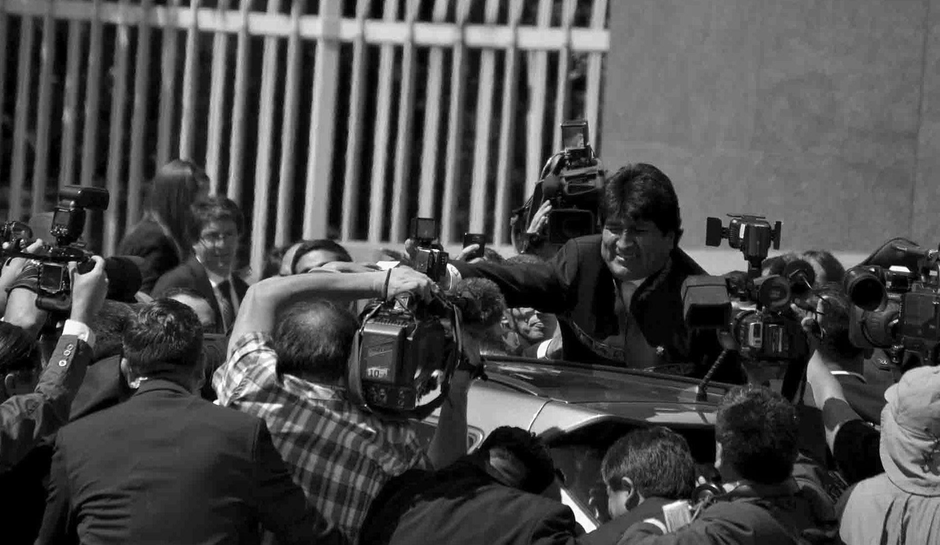 Evo Morales salió entre aplausos de los más latinoamericanistas de las tribunas ahora oficialistas. Foto: Jorge Severino