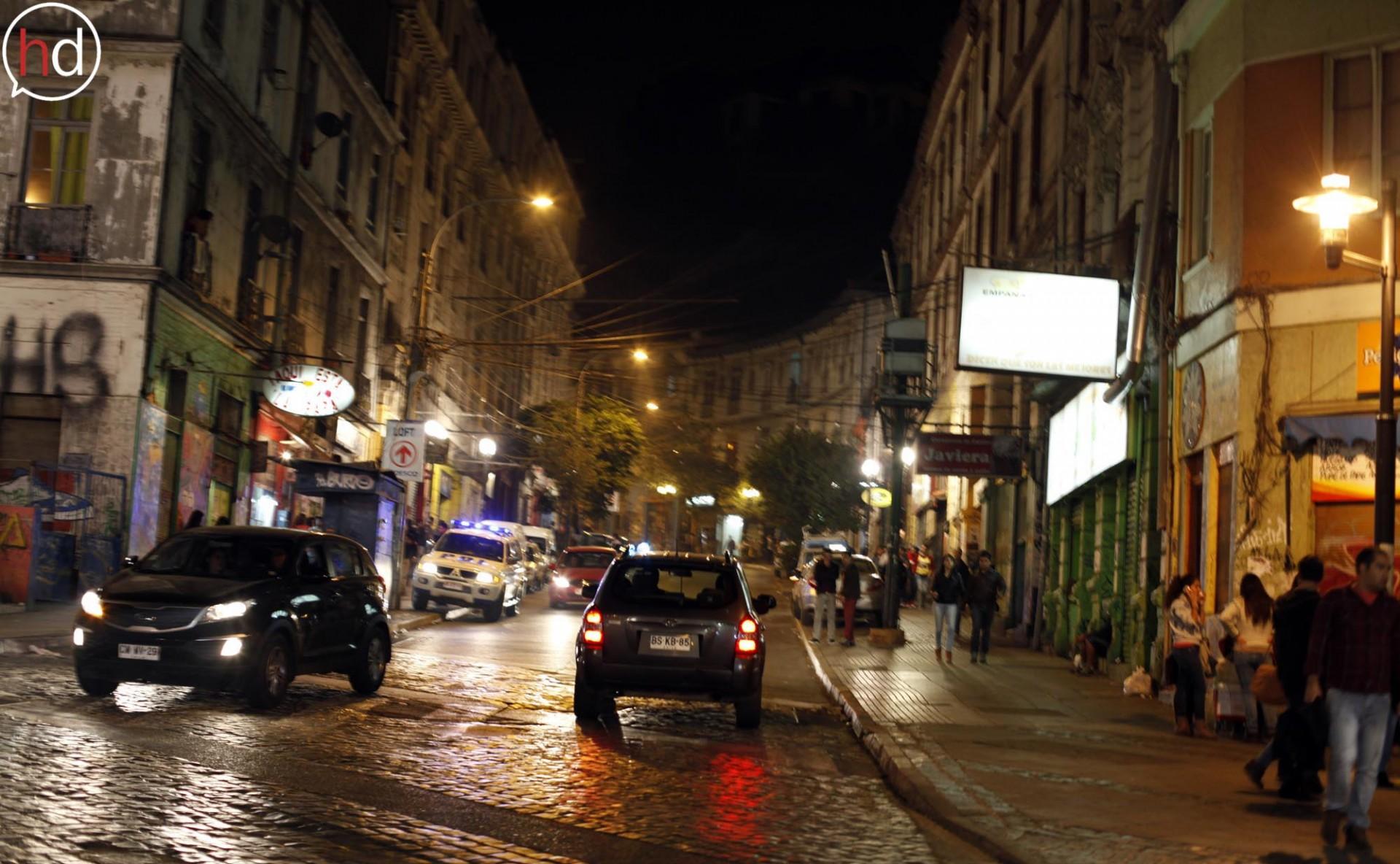El decreto también obligó al cierre de locales nocturnos y botillerías, como los de la Subida Ecuador.