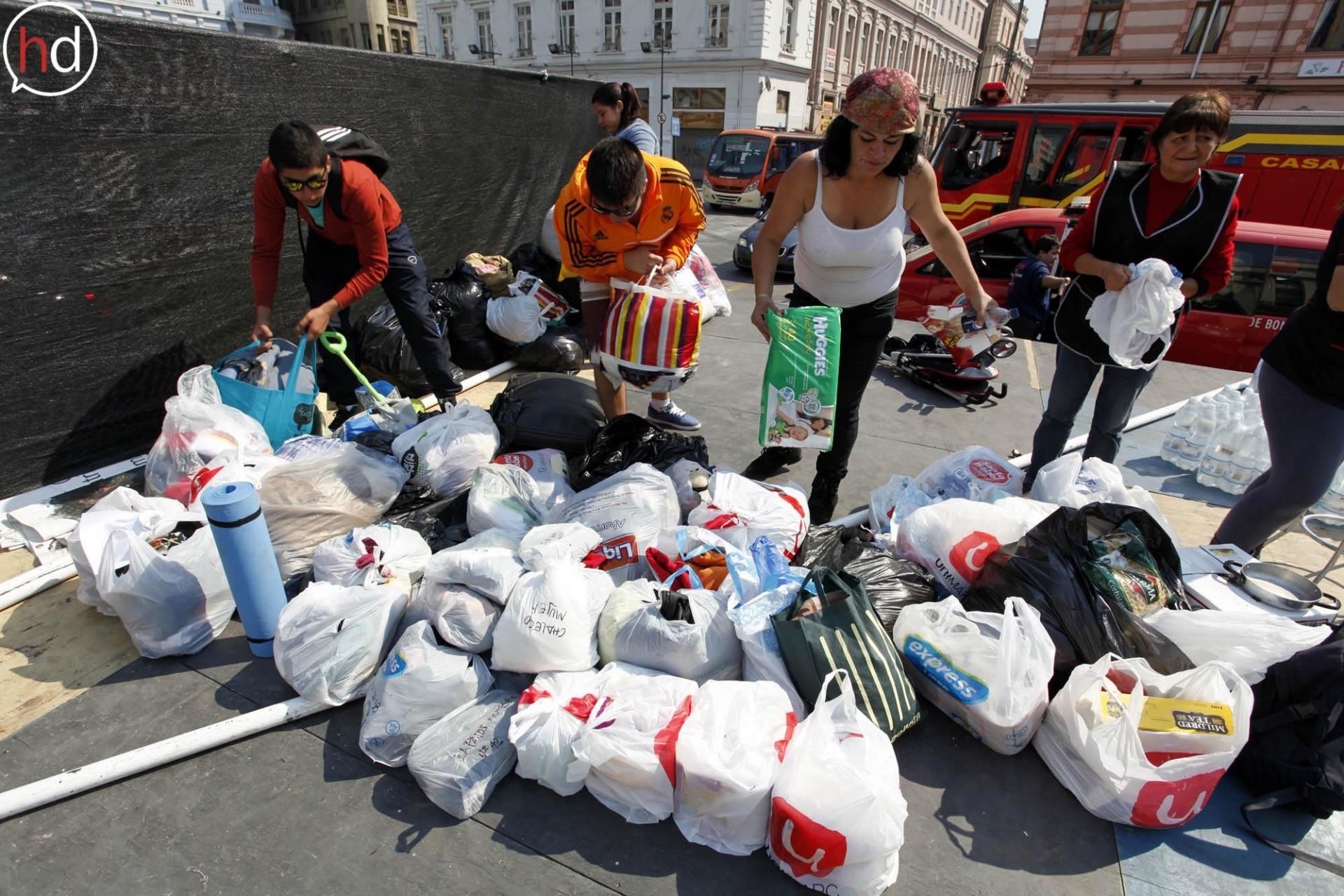 En diferentes puntos de la ciudad los ciudadanos organizaron espontáneamente puntos de recolección de ayuda.