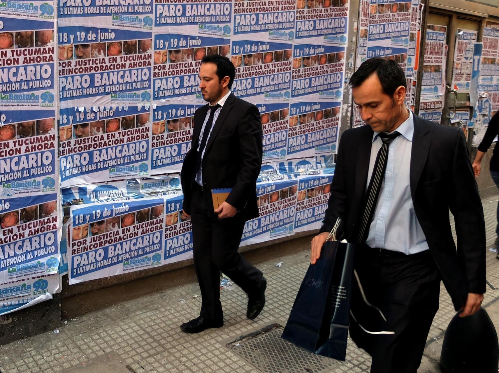 La tragedia económica argentina sigue ahí pese a la fiebre mundialera.