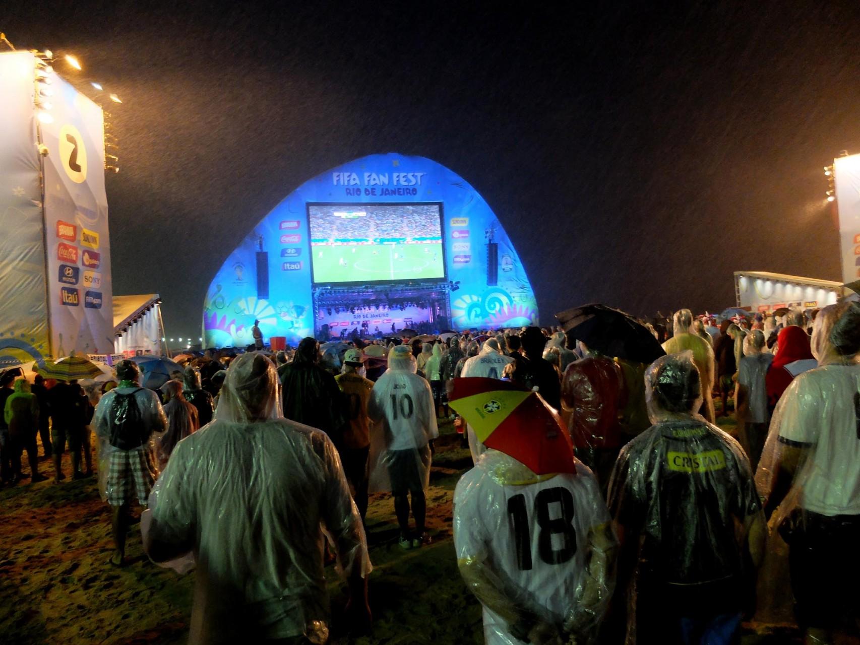 Ni la lluvia ha impedido a los fanáticos vivir la experiencia y el sueño del Mundial.