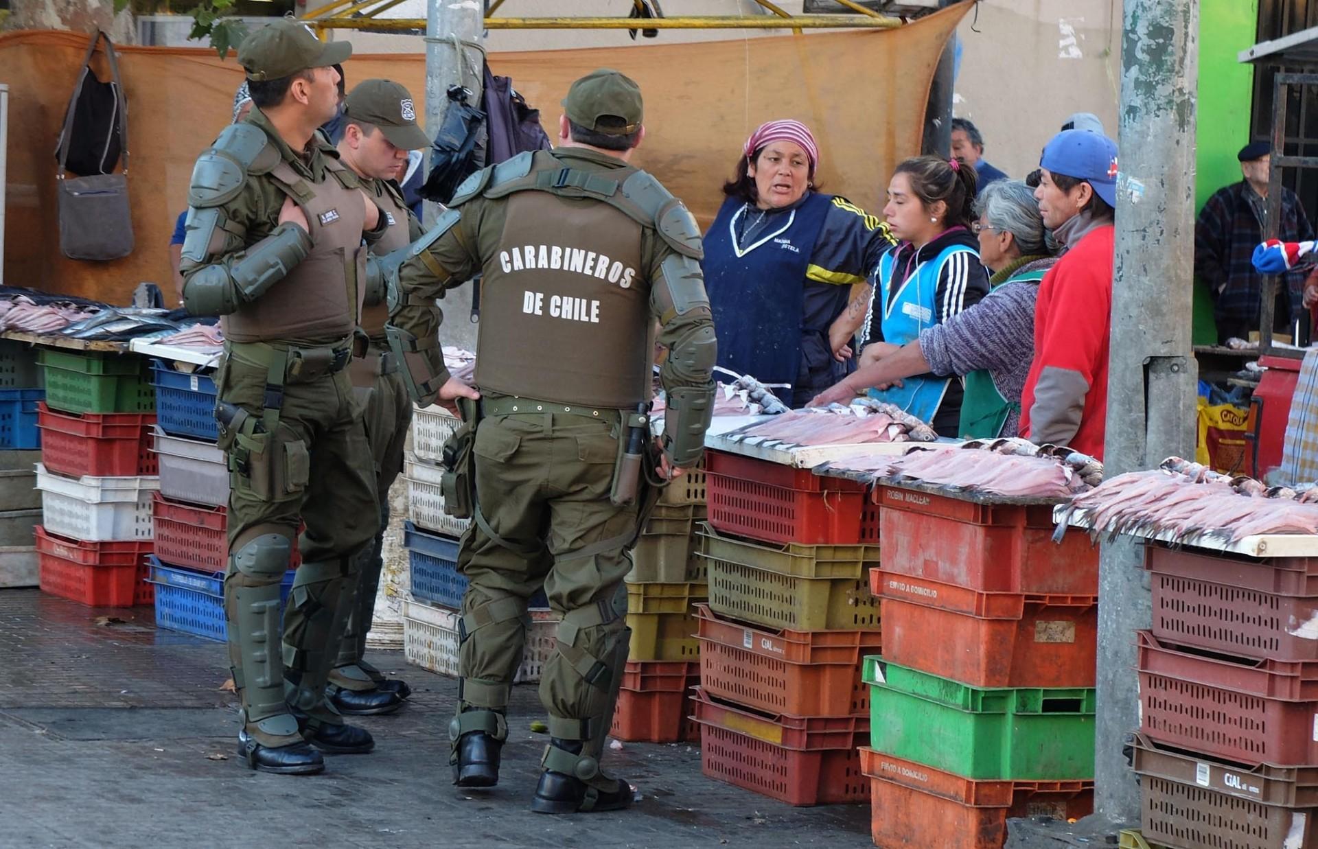 Desde temprano la policía -cuestionada por la violencia de sus operativos- advirtió a los ocupantes del centro de la realización de la marcha.