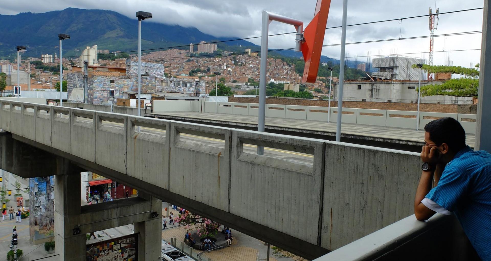 Colombia. Antioquia. Valle del Burrá. Medellín. Estación San Antonio del Metro. Territorio paisa.