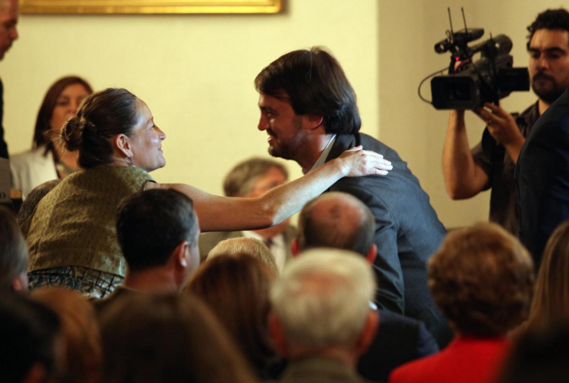La saliente concejal Paula Quintana también está aquí: pese a ser socialista apoyó a Sharp en vez de al candidato oficialista DJ Méndez.