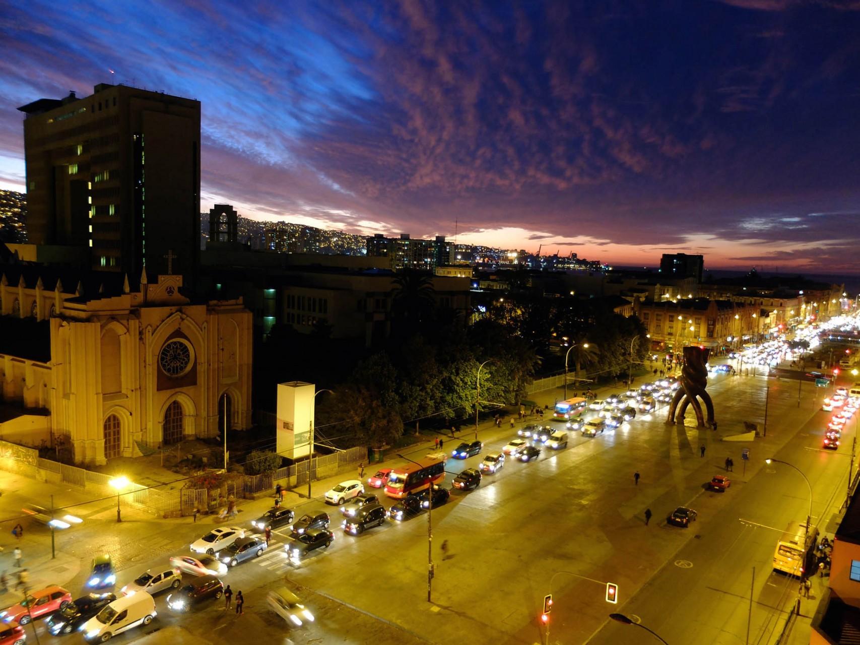 Atochamientos en los accesos y salidas de Valparaíso y Viña.