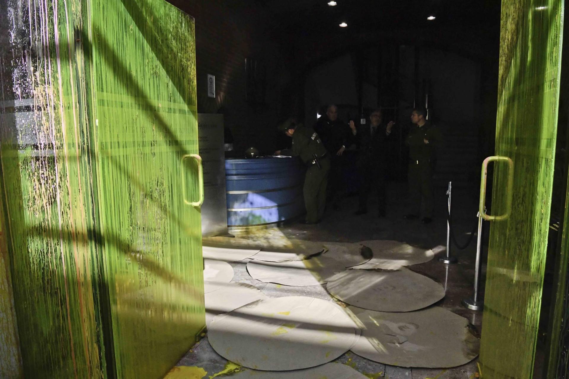El Mercurio de Valparaíso fue objeto de un ataque con pintura.
