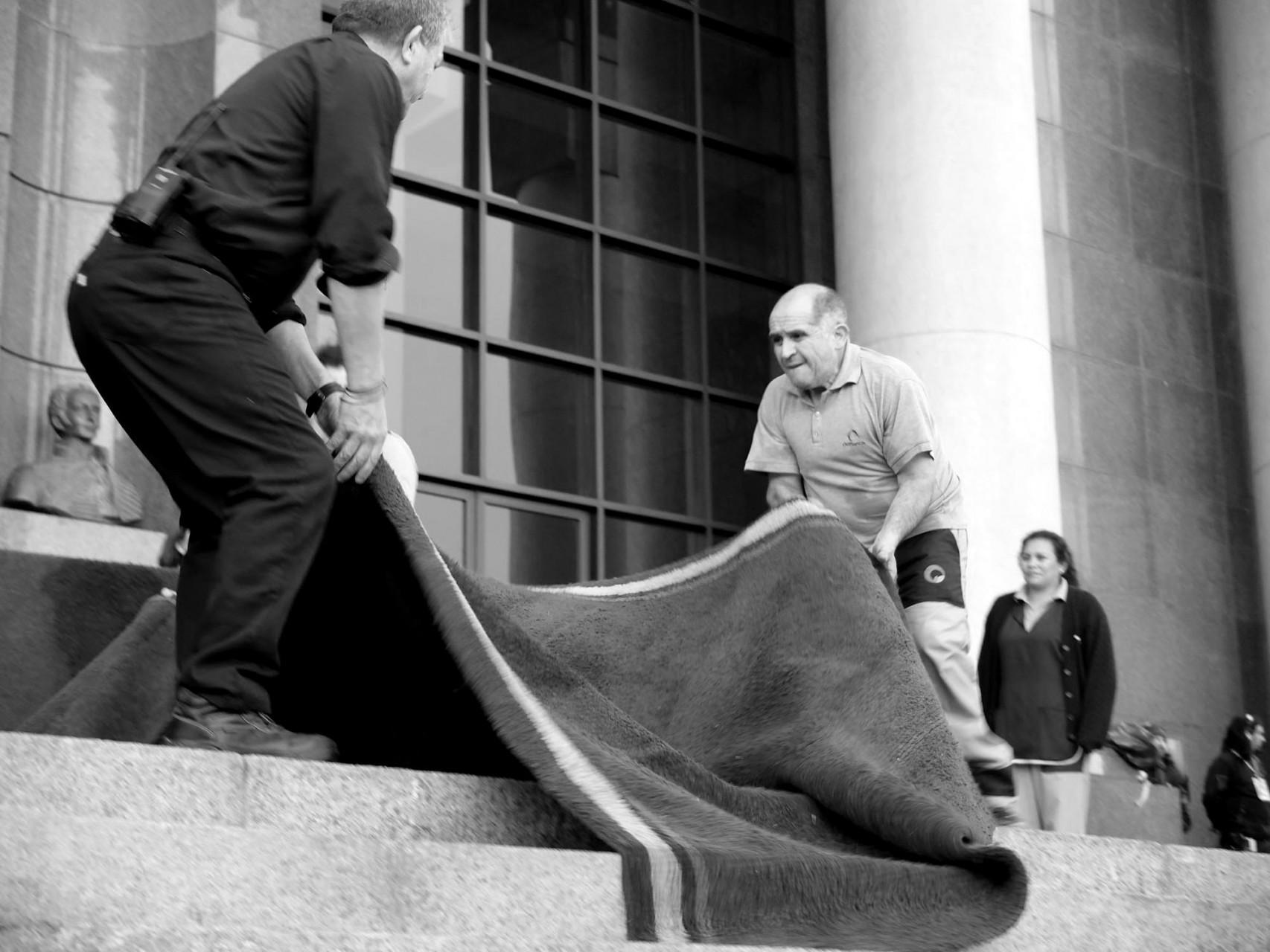 Se enrolla la alfombra roja hasta la próxima celebración, a la que tampoco serán invitados los ciudadanos comunes y corrientes de Valparaíso.