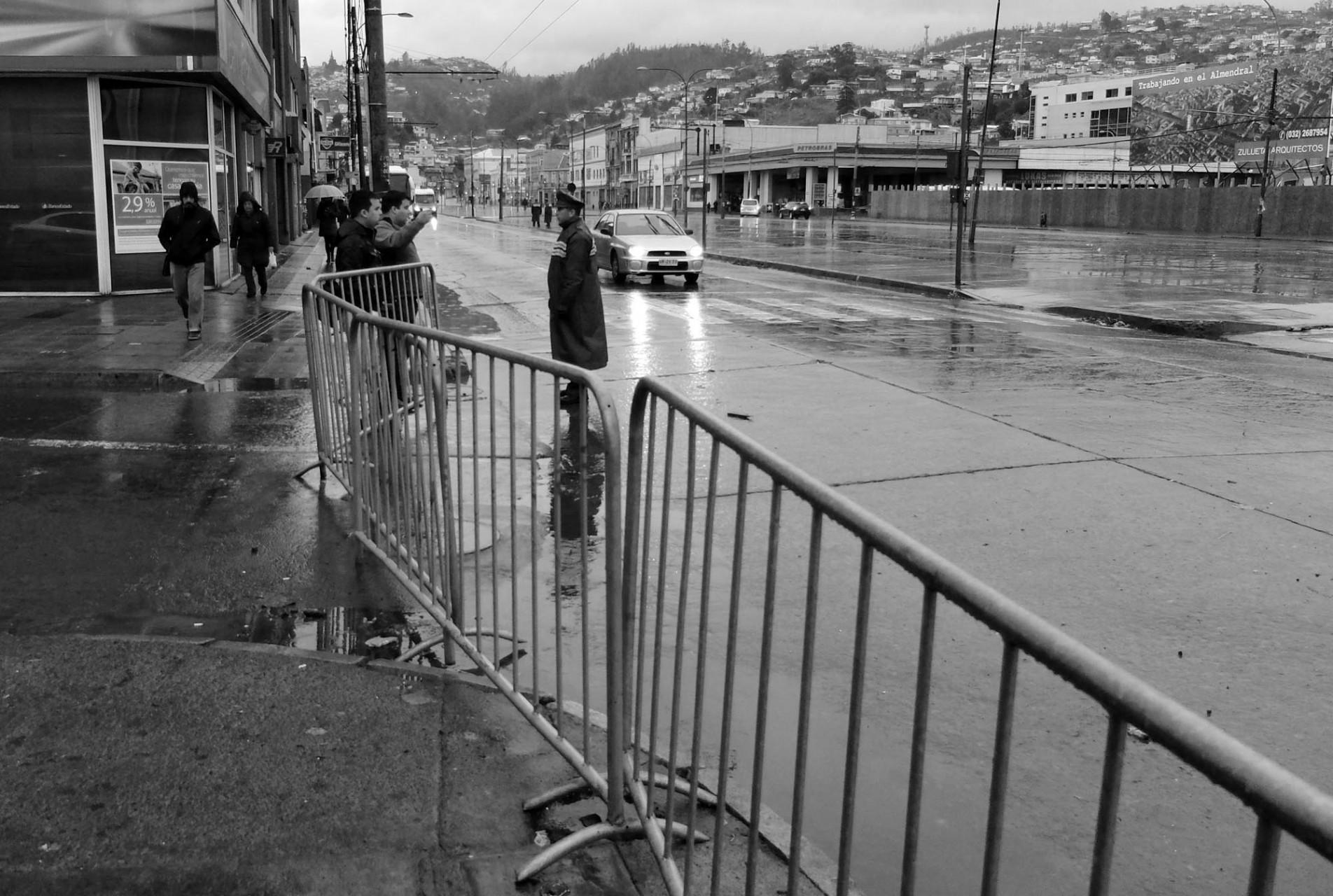 La ciudad amanece el 21 repleta de rejas que complican a los porteños en su desplazamiento normal.