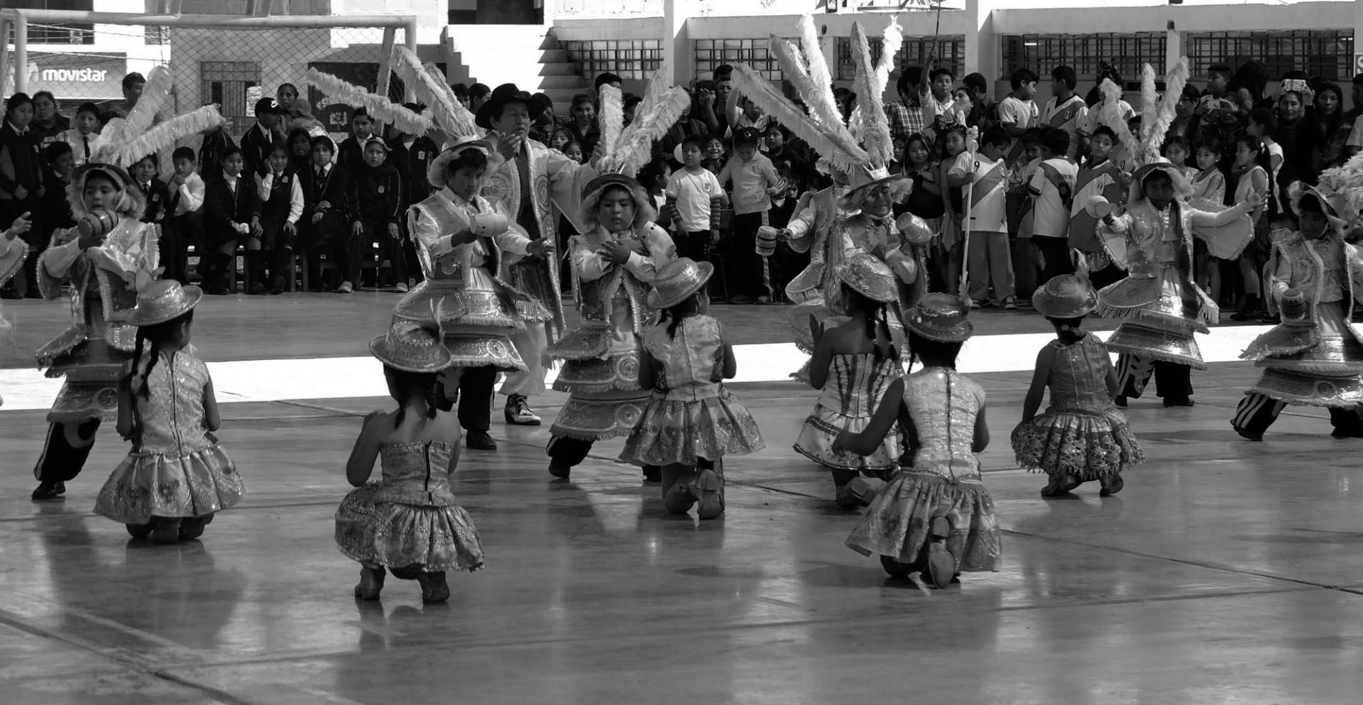 Así se celebra el día del padre en un colegio de Tacna.