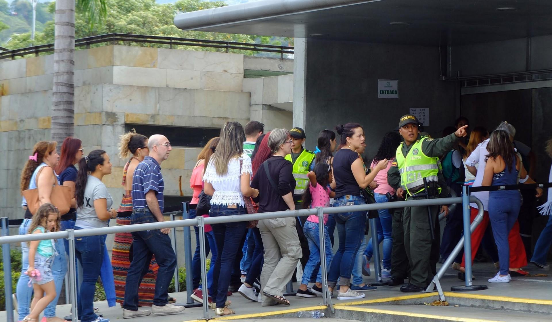 En Medellín los locales de votación lucen activos al mediodía.